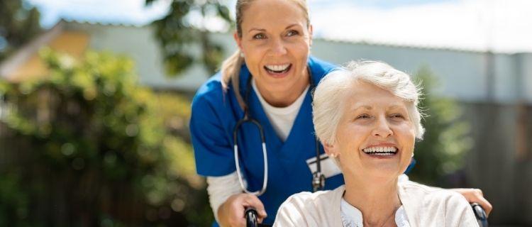 訪問介護員はどんな人に向いている?