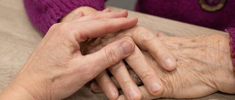 介護福祉士の資格の取得方法やメリット|資格取得ルートは全4つ