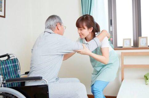 介護士が介助を行う