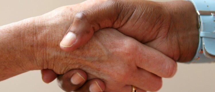 外国人介護職員を雇用する4つの制度