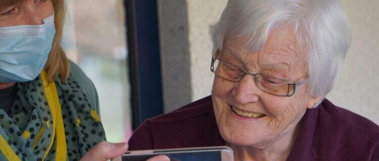 おすすめの介護資格取得サービスを利用してソーシャルワーカーとして働こう!