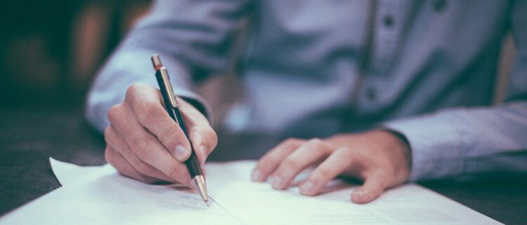 介護職で必要な資格一覧|スキルアップや必要最低限の資格を紹介
